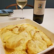 新じゃがとラクレットチーズのオーブン焼きは白ワインでペアリング