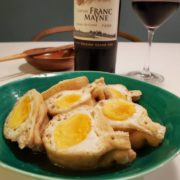 卵と油揚げの袋煮。おふくろの味もワインとペアリング