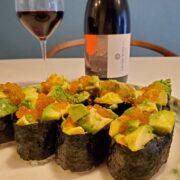 お寿司とワインのペアリング|いくらとアボカドの軍艦巻き