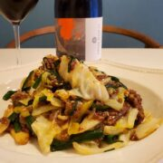 ニラと合いびき肉の野菜炒めとワインのペアリング