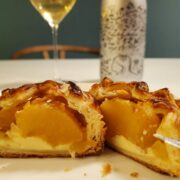 うちカフェ「陽まるアップルパイ」とワインのペアリング|コンビニスイーツだよ