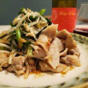 豚こま肉としゃきしゃき野菜のにんにく生姜炒めとワインのペアリング