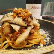 エリンギとボロネーゼソースでパスタ、美味しさのコツは挽肉をマリネすること!