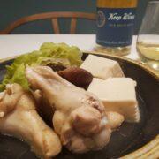 鶏手羽元・キャベツ・豆腐の白湯風鍋