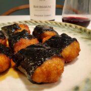 もっちりむっちり甘じょっぱい!『れんこん餅のかば焼き』とワインのペアリング